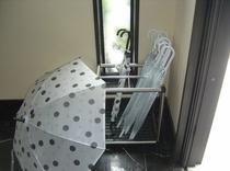 傘のサービス、外出時に、ご自由にお使いくさい
