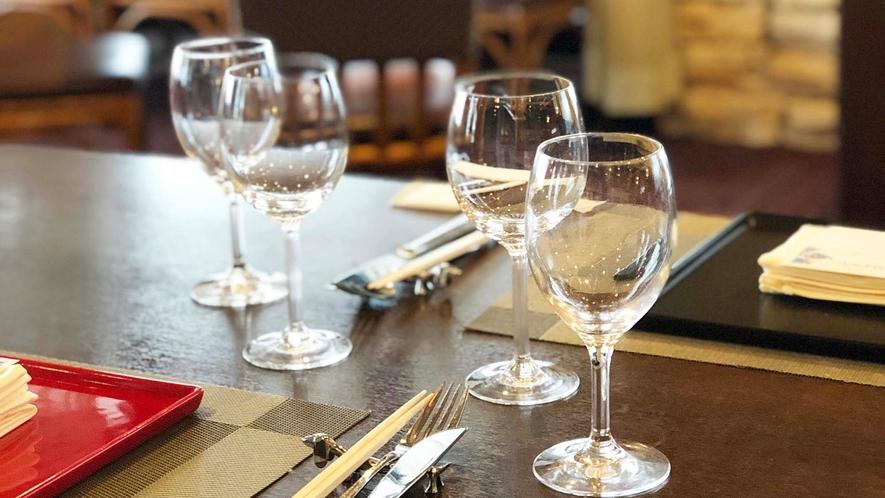 ・【レストラン】スカイラウンジでシェフ自慢の料理をご堪能ください