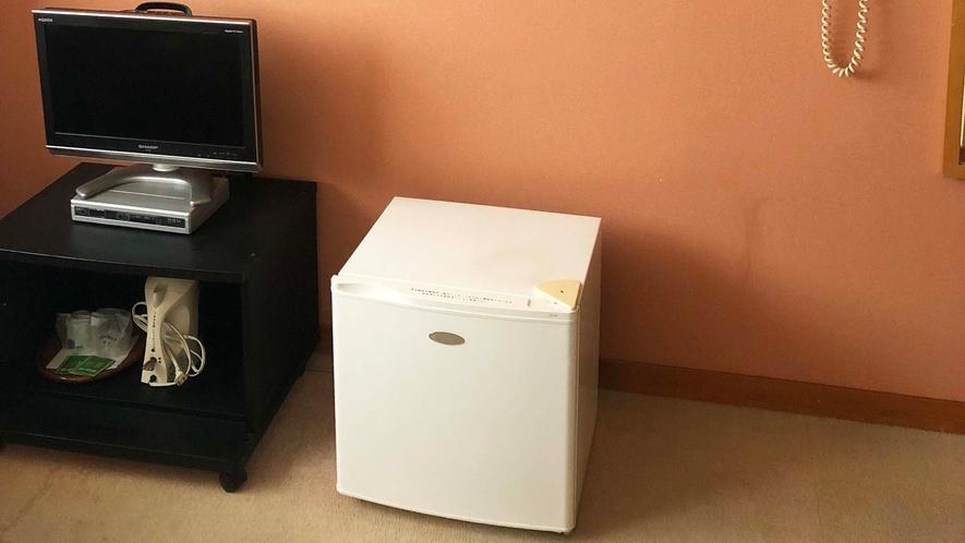 ・テレビやミニ冷蔵庫等がございます