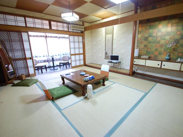 富士見屋本館|和室10畳のお部屋の一例