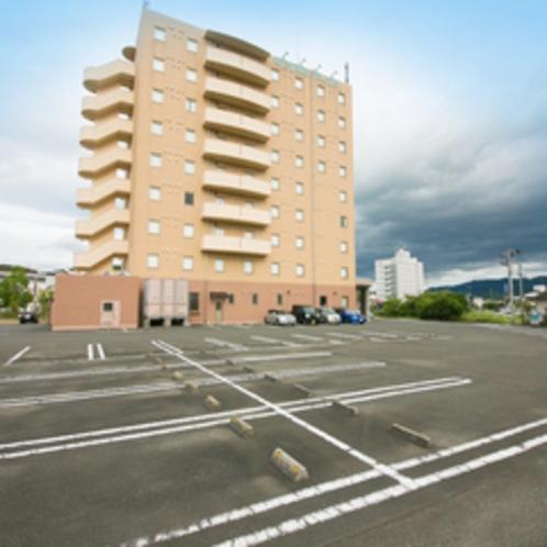 【ロイヤルインステーションプラザ】100台収容可能!無料駐車場