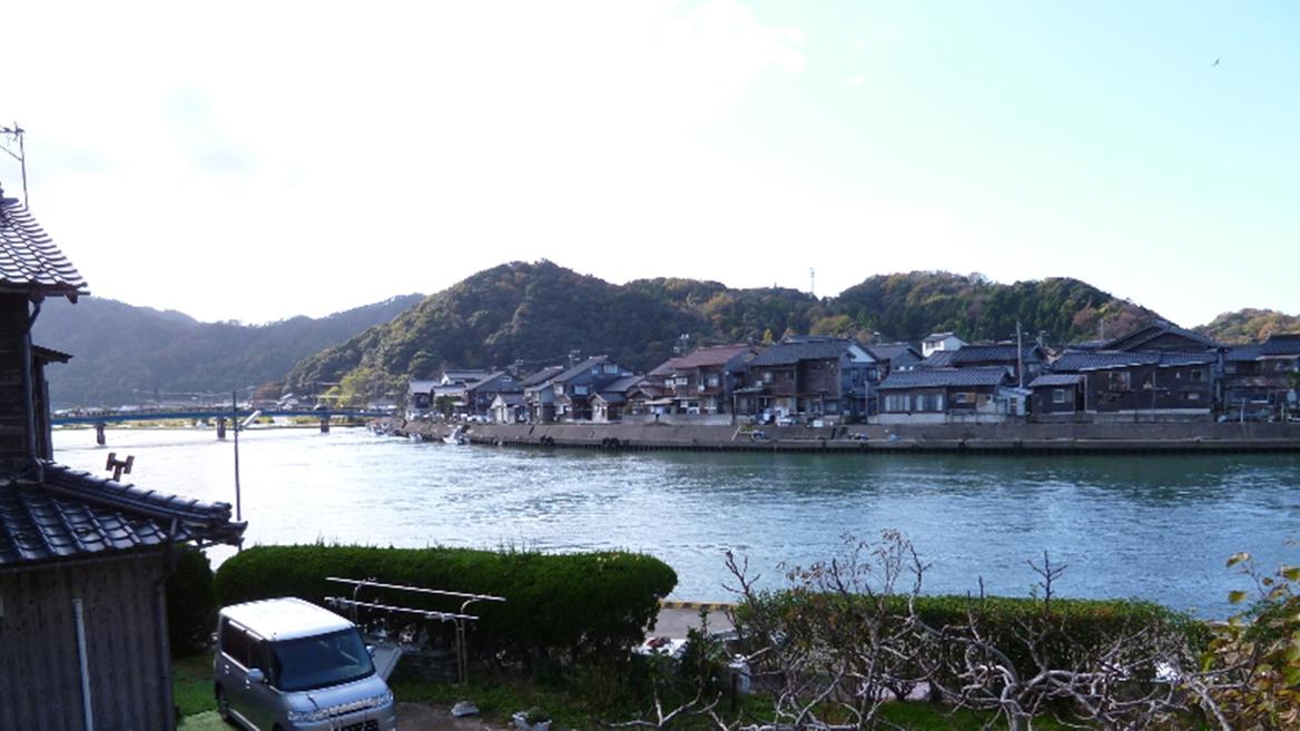 *【お部屋からの景色】のどかな港の風景が広がります