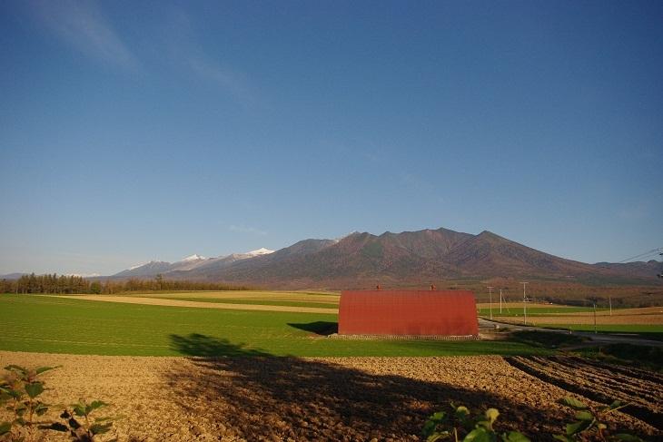 【秋】爽やかな秋の十勝岳連峰