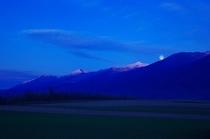 【秋】十勝岳上に現れた満月