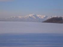 【冬】雪原に浮かぶ芦別岳