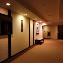 客室階エレベータ前