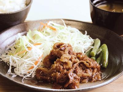 夕食メニュー(牛カルビ焼肉定食)