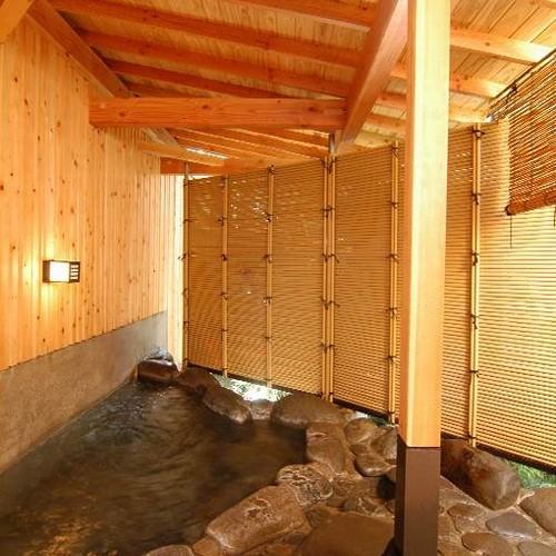 男湯‥露天風呂は滾滾konkonと湧き上がる温泉に手を当てぼーっとするのがオススメです。