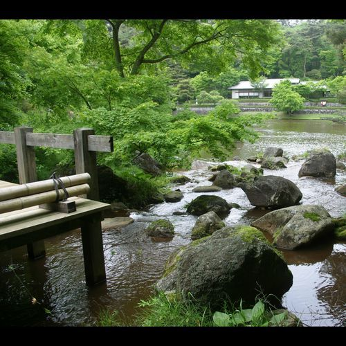 虹の郷の中にある日本庭園
