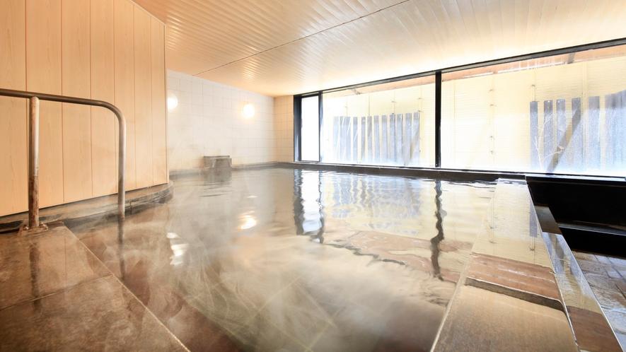 温泉かけ流しの温泉大浴場
