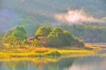 宇曾利湖 逆光と湖