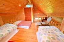 コテージ二階の寝室