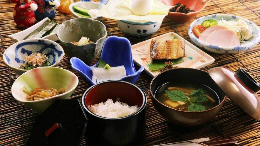 手作り重視の朝食、お米は村内産の新潟コシヒカリ
