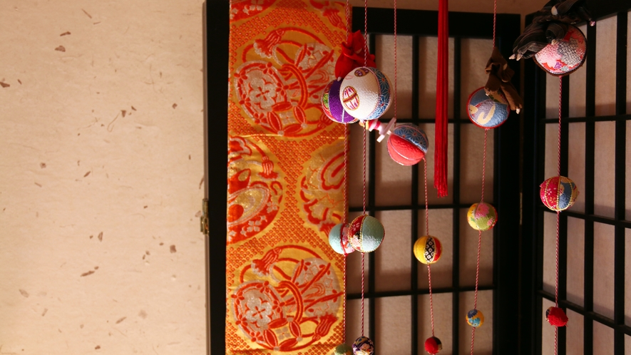 【レトロな置物シリーズ】かわいらしいつるしえ雛は和柄の布で作った手作り小物