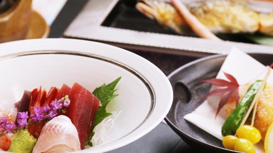 旬のお刺身や鮎の塩焼き、季節で内容が変わります。