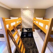 BUNK BED ROOM 20平米◎2段ベッド×2台・2019年新装客室。グループ宿泊に最適♪
