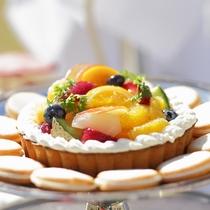 【結婚式/料理一例】プチケーキやジェラートでゲストをおもてなし