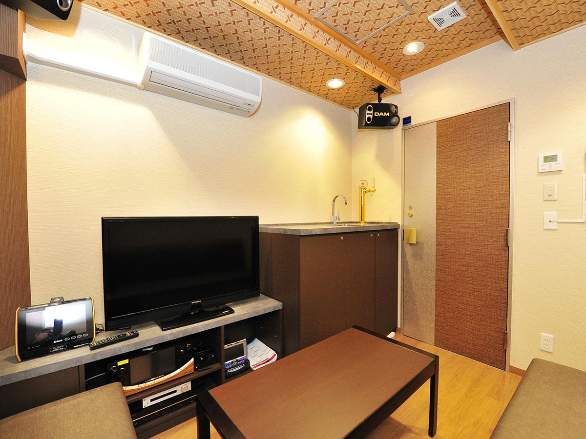 地下1階レンタルスペース「タイムゾーン」 カラオケ完備。ご予約は温泉受付へ