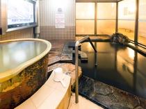 女性露天風呂。左のツボ湯は源泉かけ流し