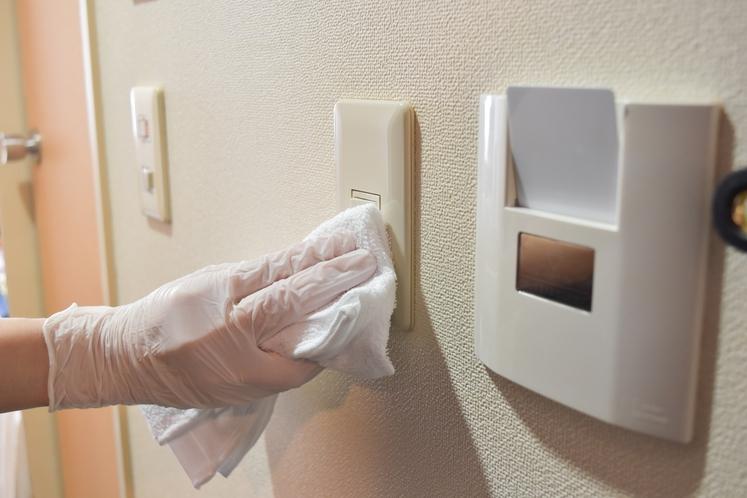 【感染症対策】客室内は清掃時に消毒を行っております。