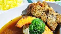 【夕食】<CABIN3周年記念>ラムの香草カツレツと彩り野菜のスープカレー