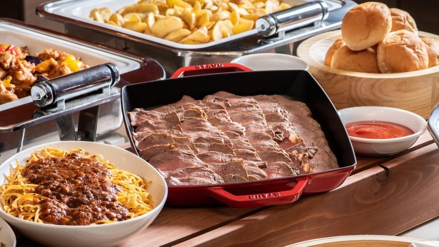 【朝食】メイン料理の一つ、大好評のローストビーフ♪♪