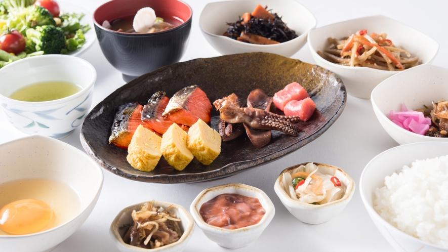 【朝食】自家精米したごはんにぴったりの、和食のおかずも豊富にご用意♪