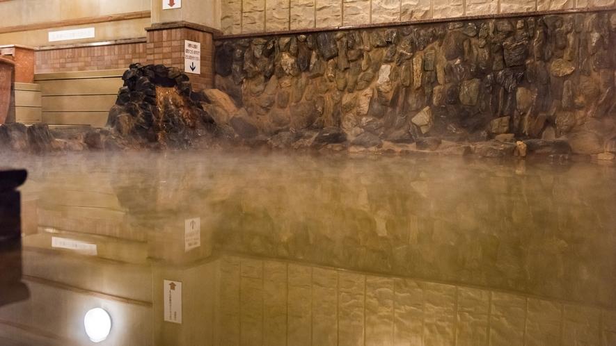 茶褐色の濁り湯