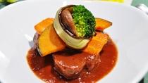 【夕食】<CABIN3周年記念>ラムの赤ワイン煮込みと彩り野菜