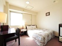 【セミダブルルーム】10.5㎡〜13.5㎡(お部屋によって異なります)・セミダブルベッド(幅120c