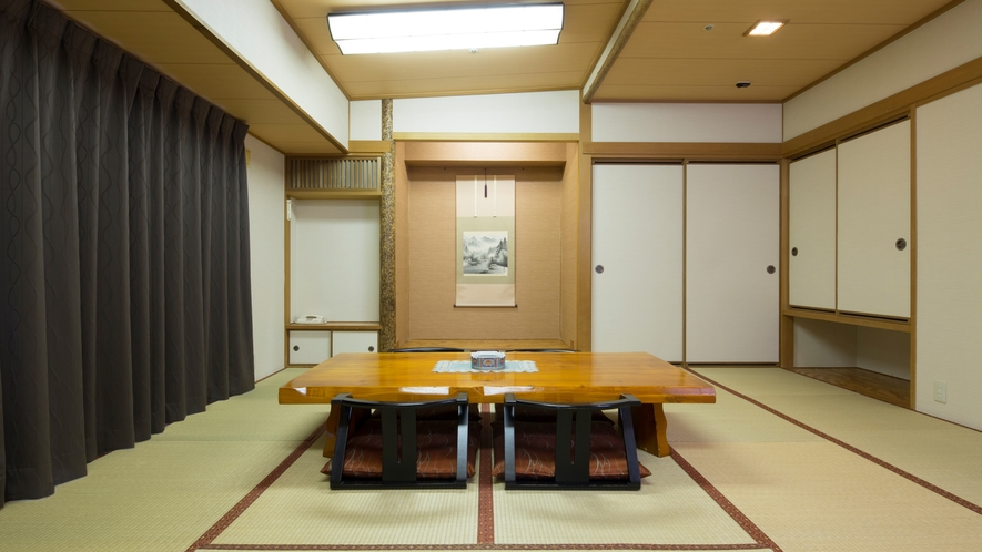 和室~客室内風呂は天然温泉をお楽しみいただけます