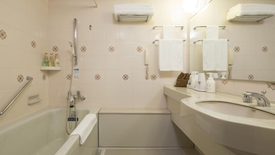 トリプルルームはバスとトイレが別になっております。