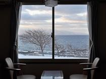 【客室8畳】全てのお部屋より海が見渡せます