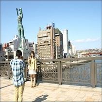 【幣舞橋】 四季の像をバックに記念撮影♪