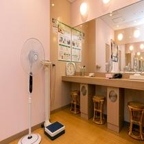 【パコの湯・女性浴場】 9階女性脱衣室(パウダールーム)