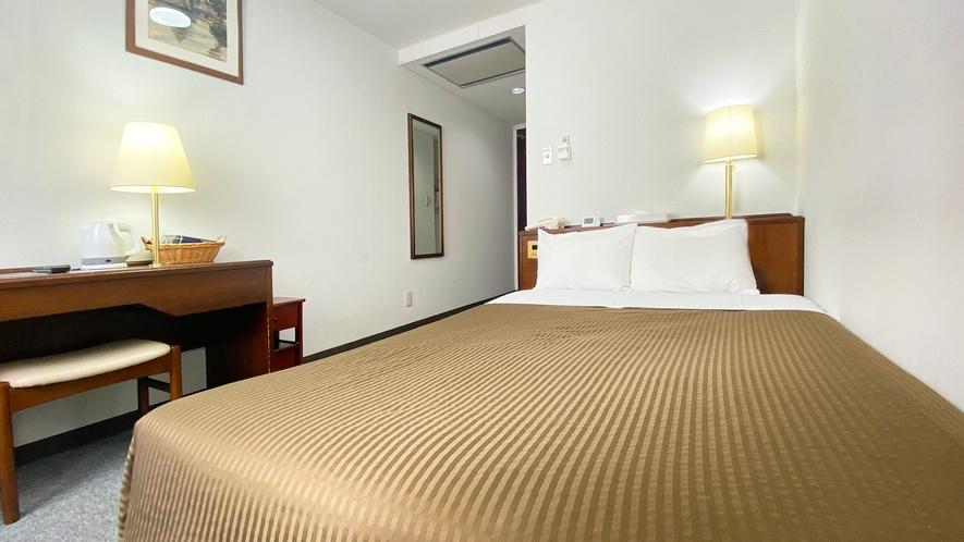 ★ダブルルーム★140cm幅のベッドでおくつろぎ下さい。