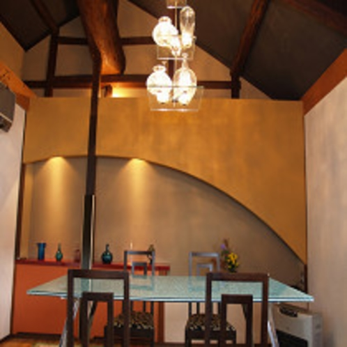 モダンなデザインの洋室にてお食事いただけます。