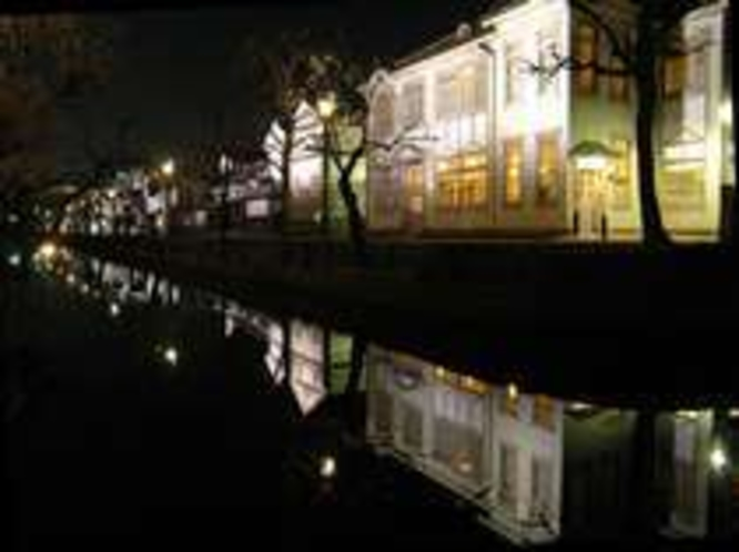 倉敷美観地区。夜は川沿いがライトアップされ、幻想的です。