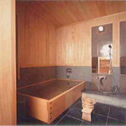 ヒノキ風呂は、季節に応じて菖蒲湯などにて提供させていただきます。