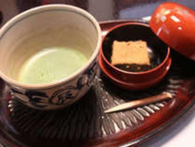 【抹茶と茶菓子】お部屋に到着されたお客さまへの最初のおもてなし