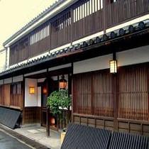 倉敷格子の美しいファサード
