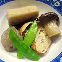 *[夕食一例]季節ごとの旬のお野菜を炊いた煮物も人気。