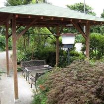 *[お庭]休憩スペースの他、ダイビング器材の洗い場・干場もあります。