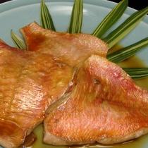 *[夕食一例]季節のお魚を使った煮魚or焼き魚をお出ししております。