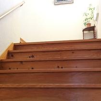 *[館内一例]館内は2階建て、階段をご利用いただいております。