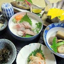*[夕食一例]料理上手な女将特製の地魚料理とおふくろの味がずらり♪
