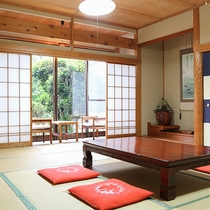 *[和室15畳一例]3名様~6名様まで宿泊可能な一番広いお部屋。