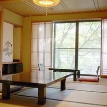 *【客室例】お部屋でのんびり♪窓の外の景色もお楽しみ下さい。