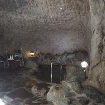民宿わたなべ自慢の洞窟風呂です。