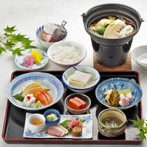 【夕食一例】旬の食材を使った季節の夕食をご用意致します。(洋食になる場合もございます)